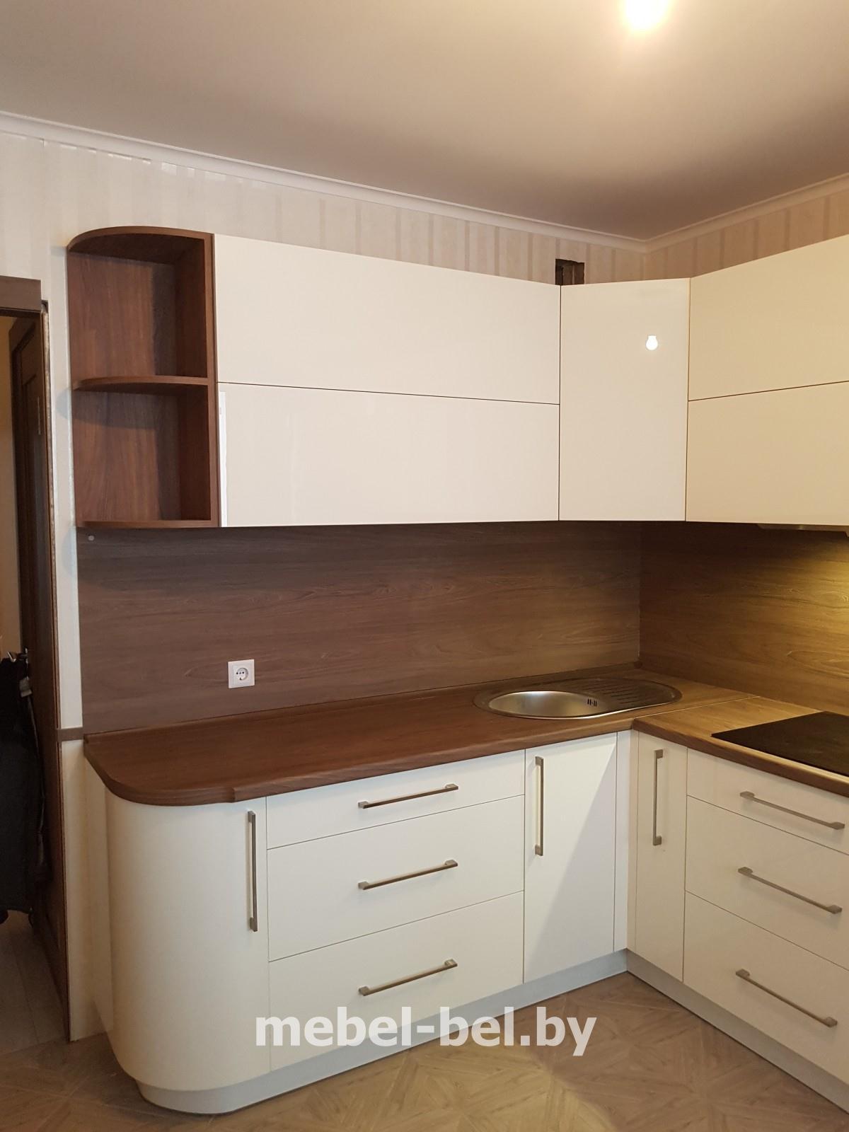 кухня бежевая с коричневым фото